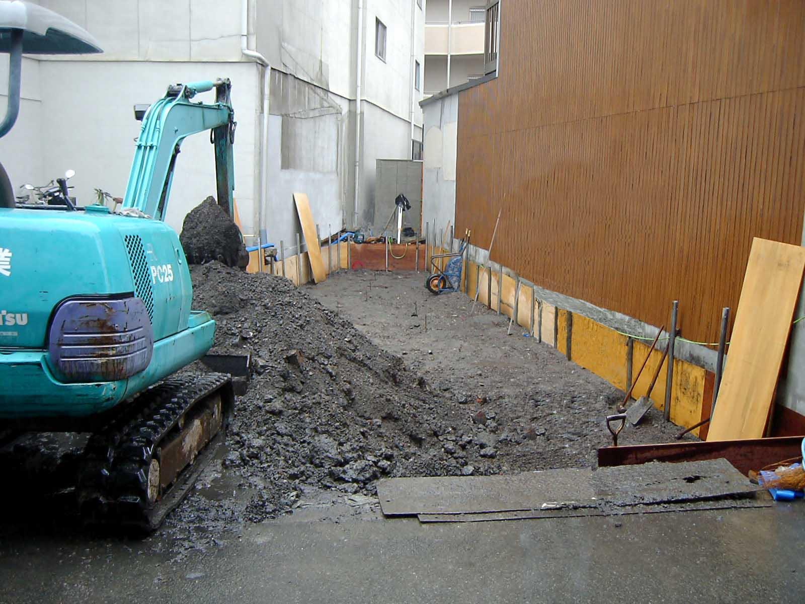 家建て替えの基礎工事 掘削作業