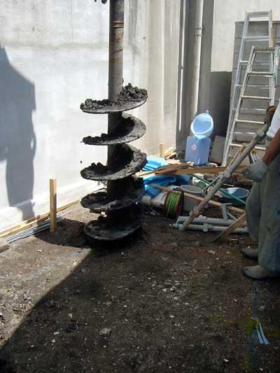 家建て替え 杭工事 穴空け作業