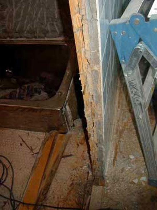シロアリ被害のため 壁撤去  新設壁をします